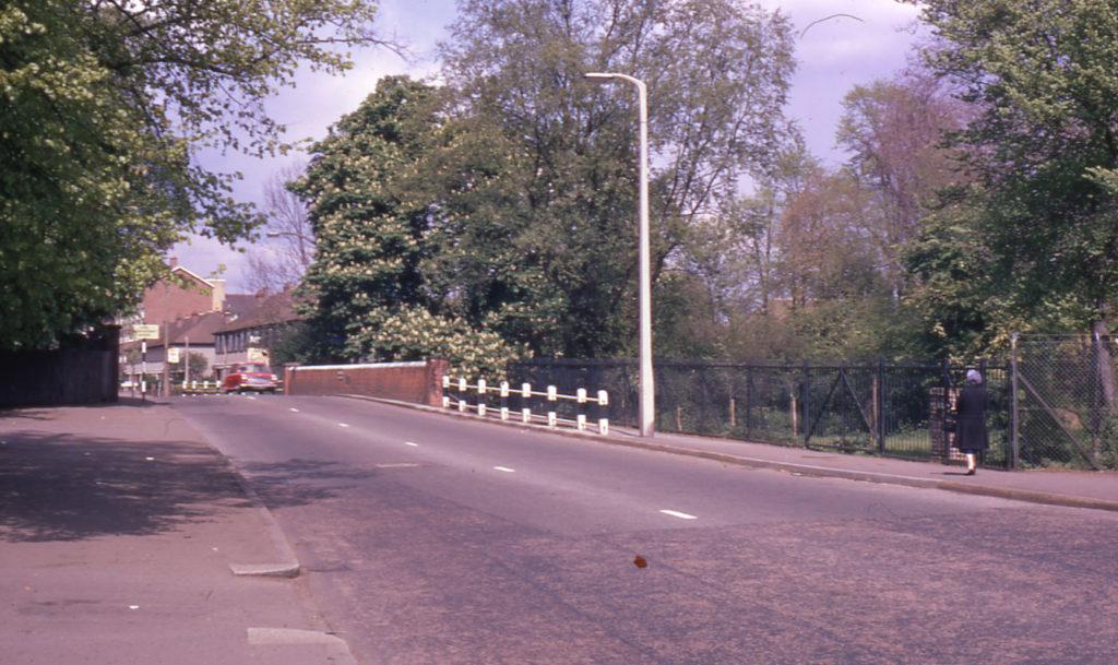Mitcham Bridge, London Road, Mitcham, Surrey CR4. Watermeads entrance on right.