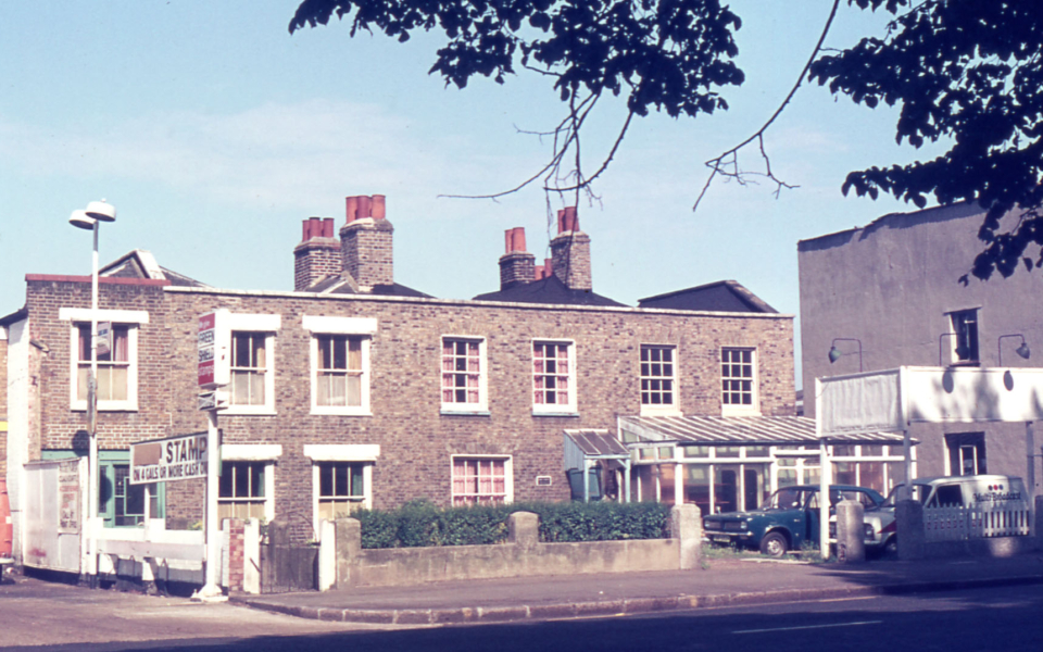 Cottages in London Road, Mitcham, Surrey CR4. Overlooking Figges Marsh. Early Victorian. built on former commonland. Gone by 1998.