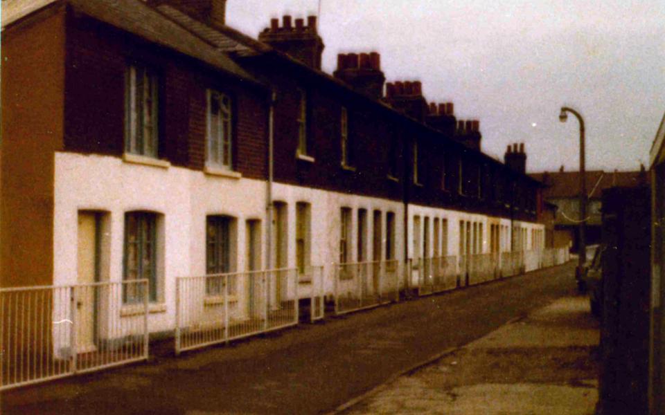 mhs-ra-201 Industrial cottages in Ebenezer Walk Lonesome Mitcham c1985 (built c1830) now demolished
