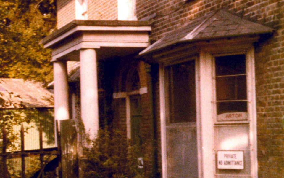 mhs-ra-411 house c1830 Mill Green Rd Mitcham c1980