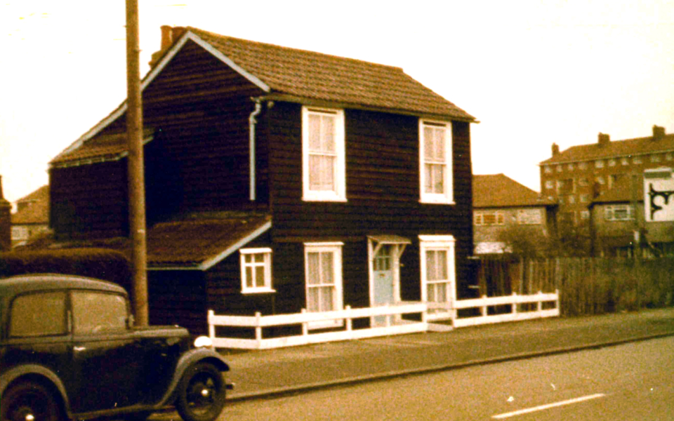 mhs-ra-604 30 Tamworth Lane c1979-80 – cottage c1810 modernised 1930s + later windows and front door